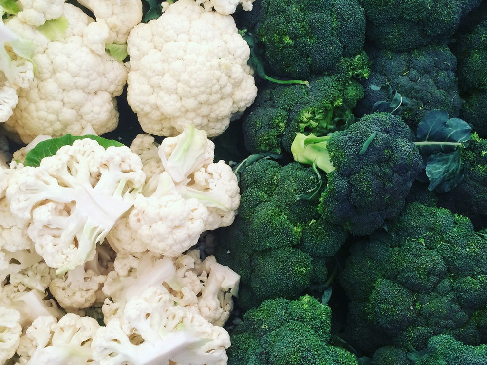 comparison-broccoli-cauliflower-differences-FT-BLOG0517.jpg