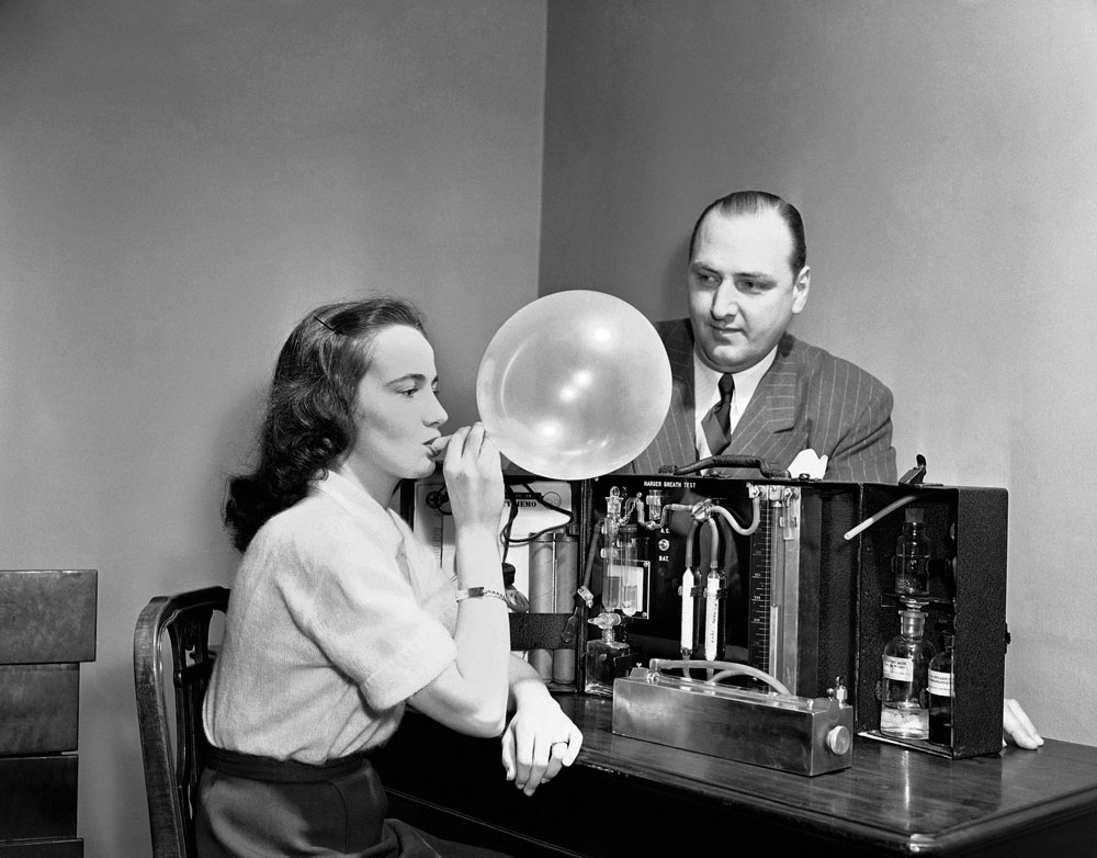 "Demonstration of the ""Drunkometer"" (1950). Image via Paleofuture."