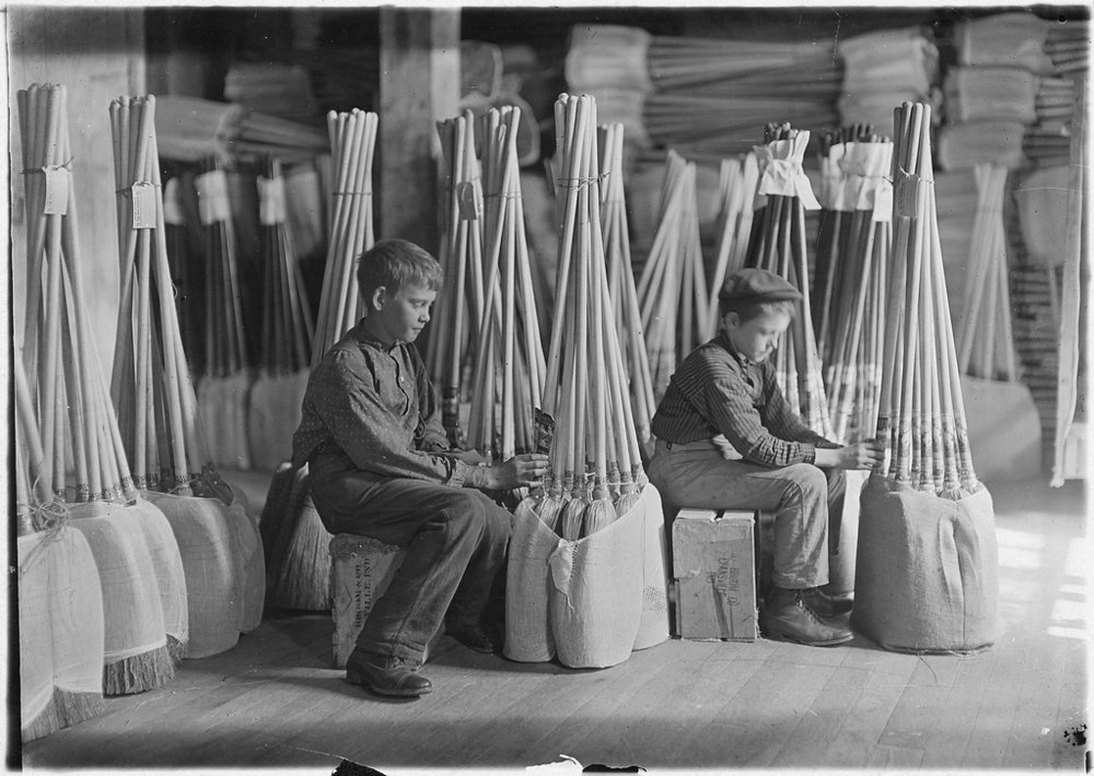 Boys in Packing Room. S. W. Brown Mfg. Co., Evansville, Ind. (1908). Photo by Lewis Hine via Library of Congress.