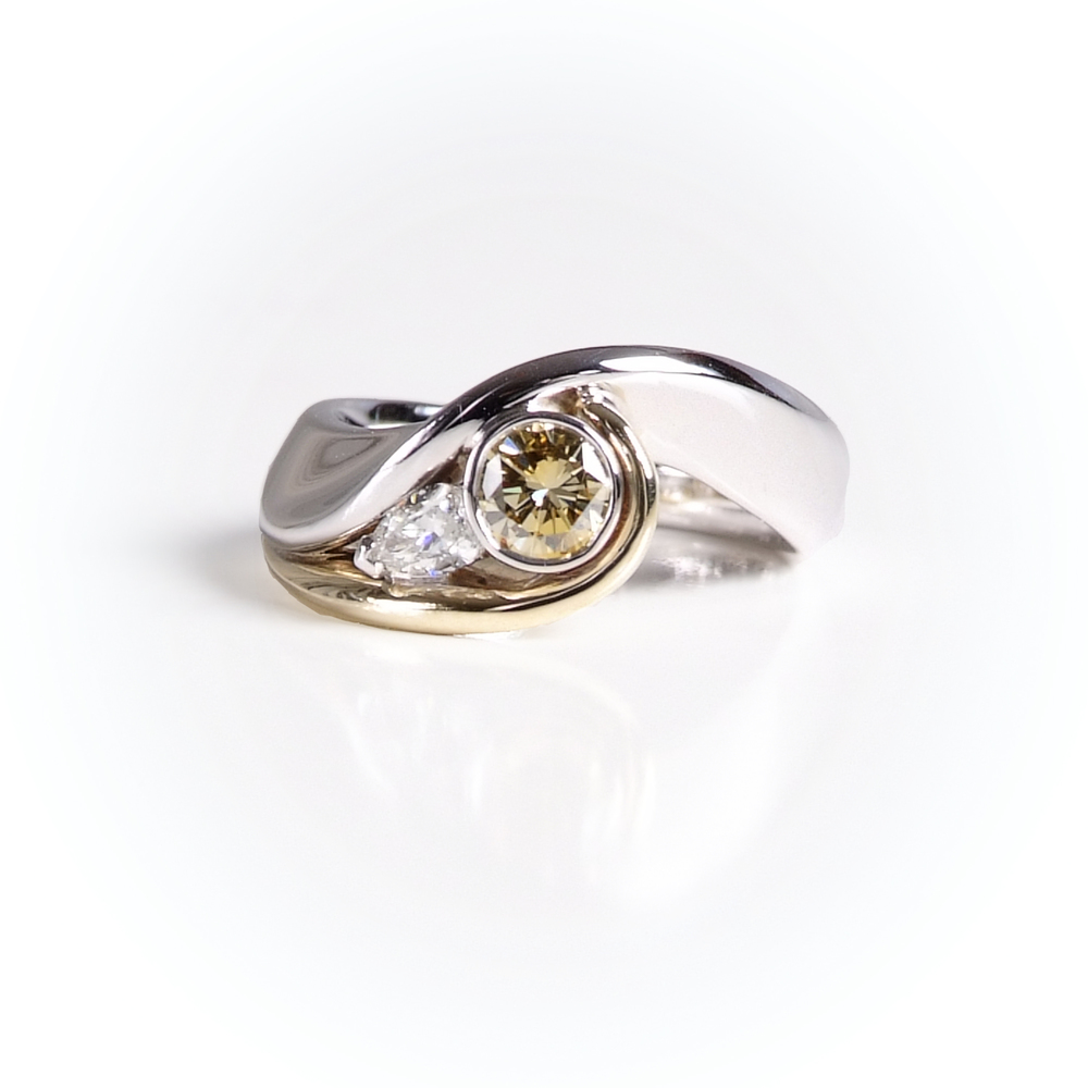 unique-diamond-enggement-ring-two-tone-yellow-gold-white-gold-modern-design-craft-revival-jewelry-store-grand-rapids