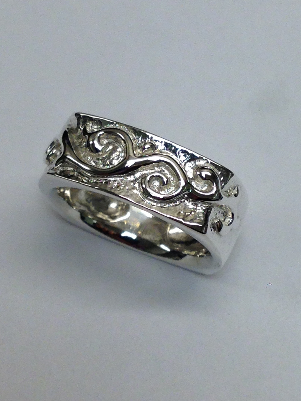 top-view-unique-custom-hand-engraved-scroll-pattern-white-gold-wedding-band-craft-revival-jewelry-store-grand-rapids-west-michigan
