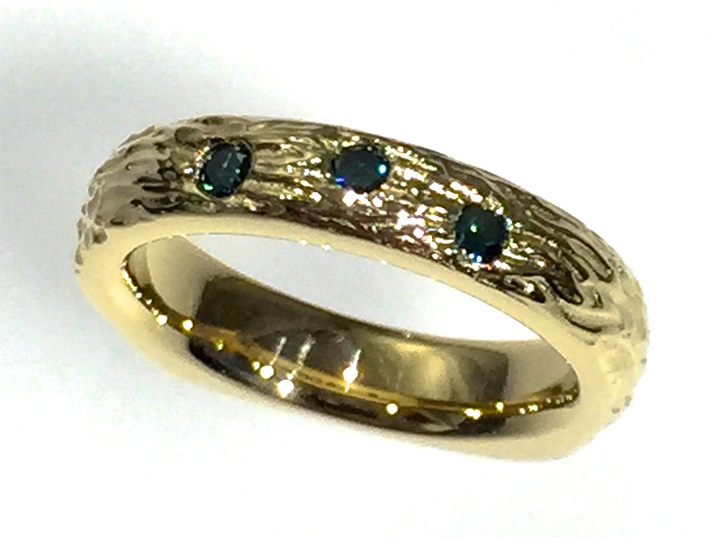 unique-modern-designed-textured-blue-stone-yellow-gold-gents-band-mens-wedding-ring-craft-revival-jewelry-store-grand-rapids