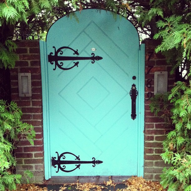 Aqua is my favorite color and secret passage ways are my next favorite things. Its like the secret garden of Mackinac Island.