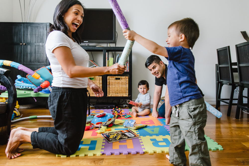 Francesca Russell Photography | Brooklyn Family Photographer | Family light saber battle