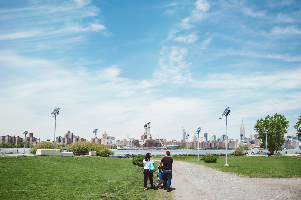 Francesca Russell Photography | Brooklyn Family Photographer | Walking to the waterfront