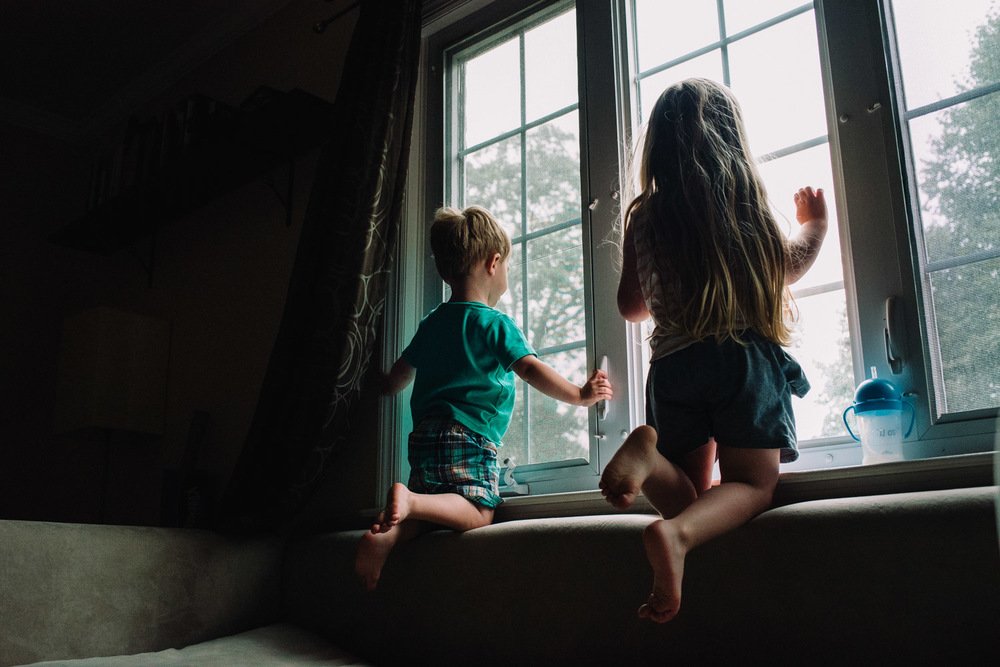 Francesca Russell Photography | Nassau County Family Photographer | Kids perched on window ledge