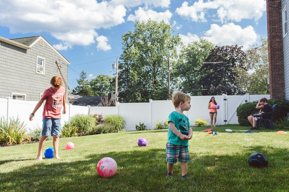 Francesca Russell Photography | Nassau County Family Photographer | Backyard play