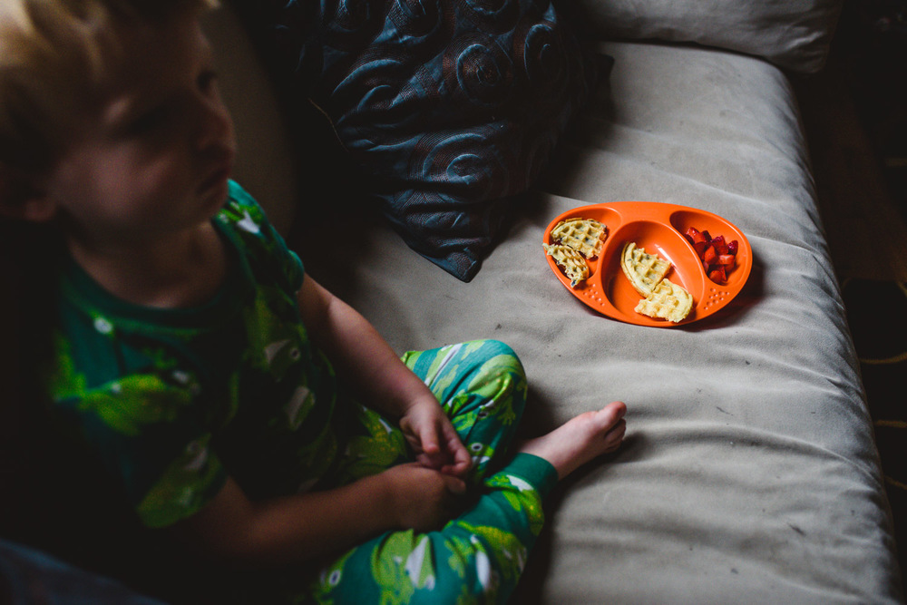 Francesca Russell Photography | Long Island Family Documentary Photography | Breakfast on the couch