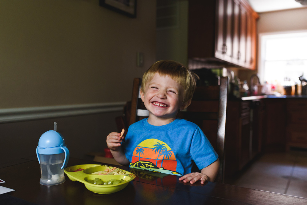 Francesca Russell Photography | Garden City Family Photographer | Logan eating lunch