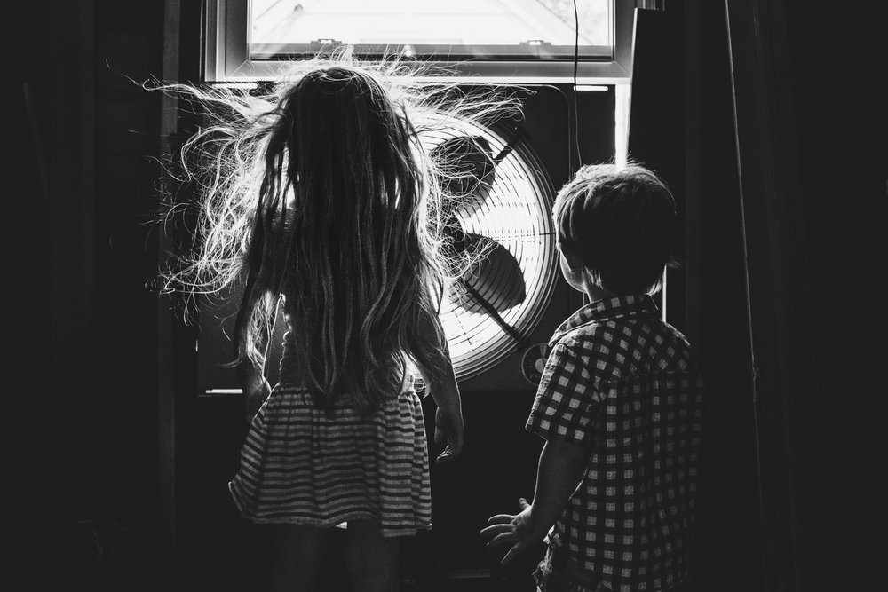Francesca Russell Photography | Long Island & NYC Photographer | Kids in front of fan