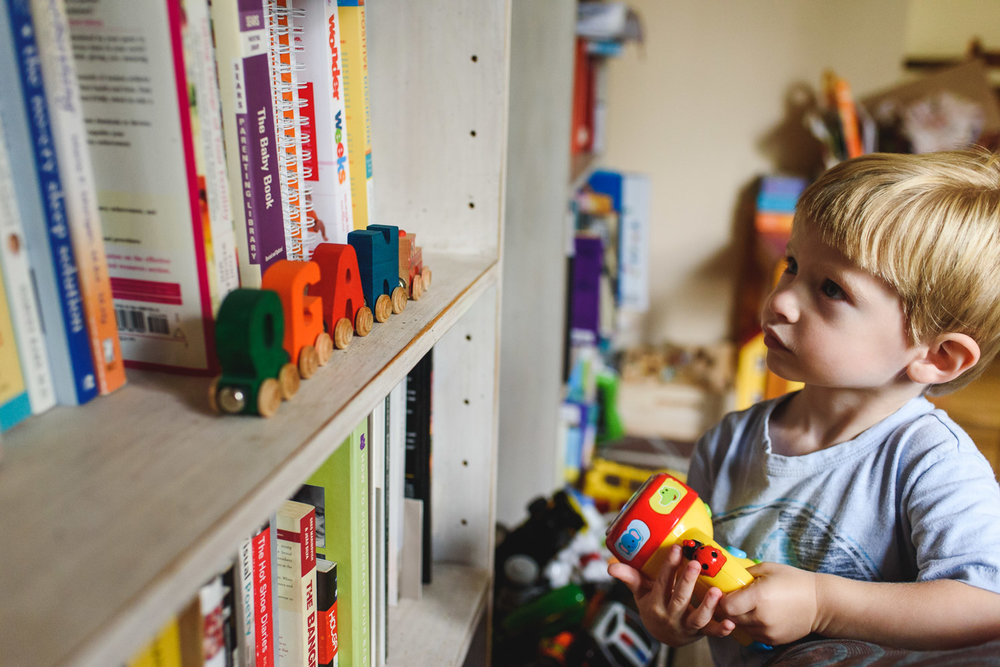 Francesca Russell Photography | Garden City, NY Family Photographer | Boy looking at bookshelf