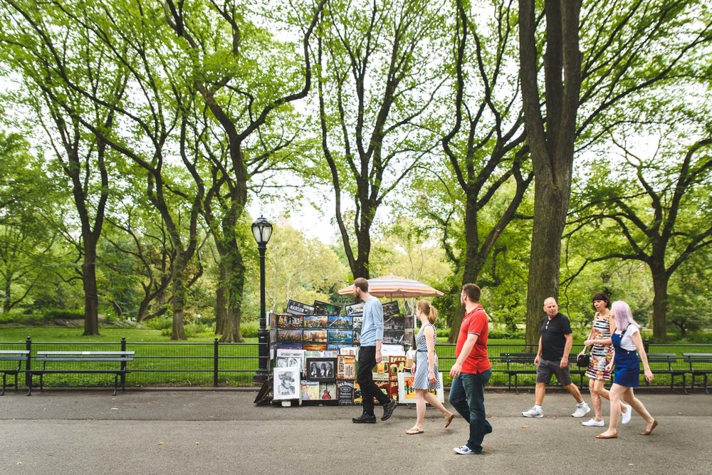 Francesca Russell Photography | New York City Vacation Photographer | Family walking through Central Park