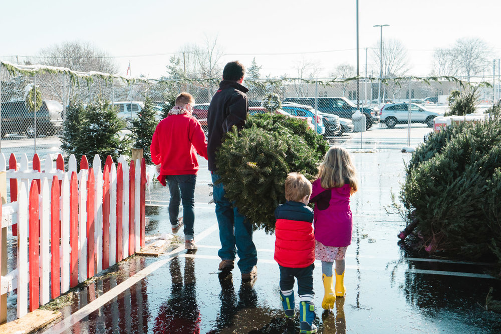 A family purchases a Christmas tree.