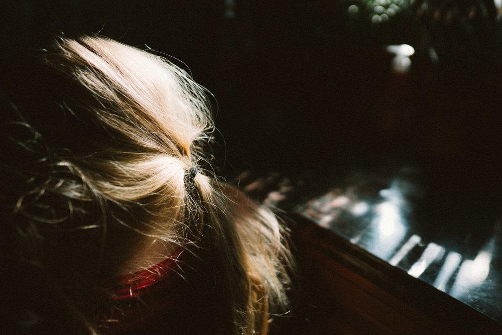 Sunlight on a blonde ponytail.