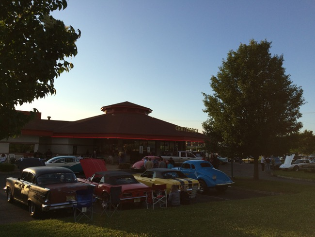 We had dinner at The Chatterbox in Augusta, NJ, a '50s style diner which hosts a classic car show every Saturday night
