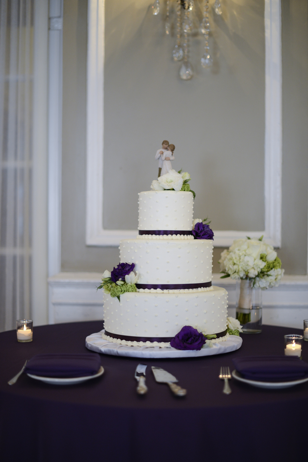 Wedding cake in Yorktowne Hotel, Lancaster, Pennsylvania