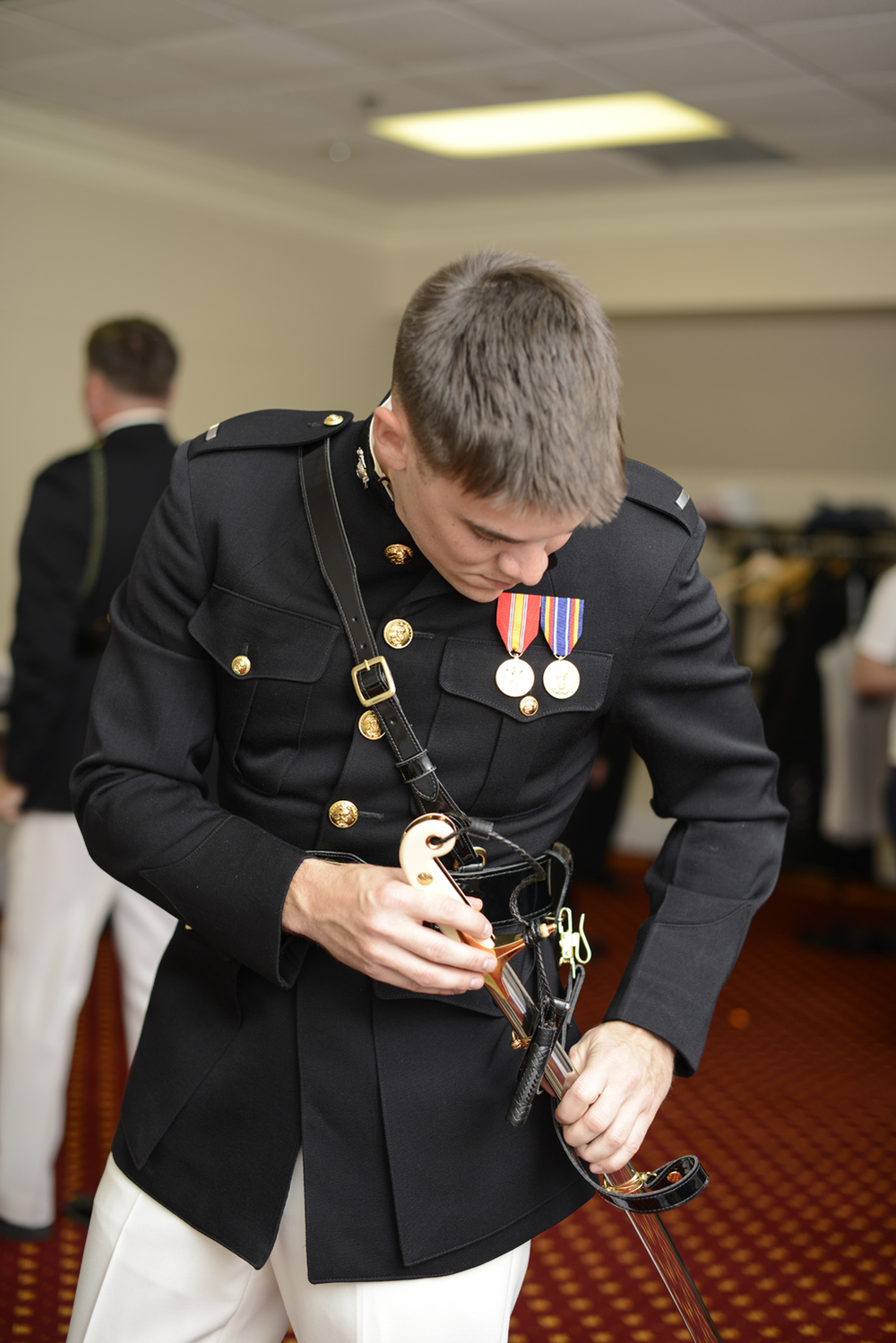 Navy groom getting ready on his wedding day | Maria Grace Photography