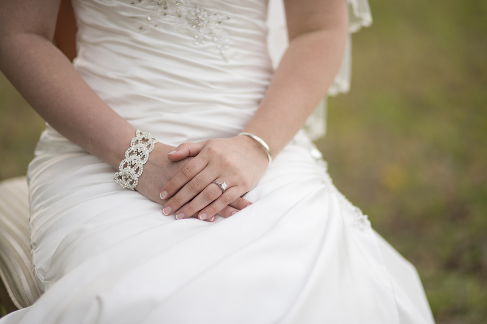 Stunning bridal portrait ring & details | Maria Grace Photography