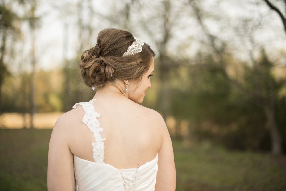 Gorgeous bridal portraits in front of a wooded backdrop | Maria Grace Photography