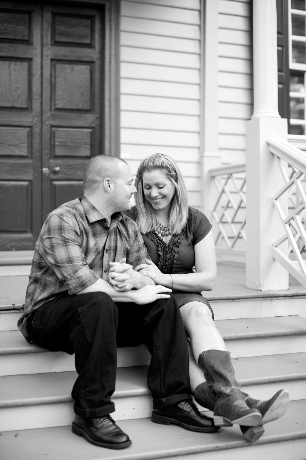 Beautiful Colonial Williamsburg engagement on the front porch steps | Maria Grace Photography