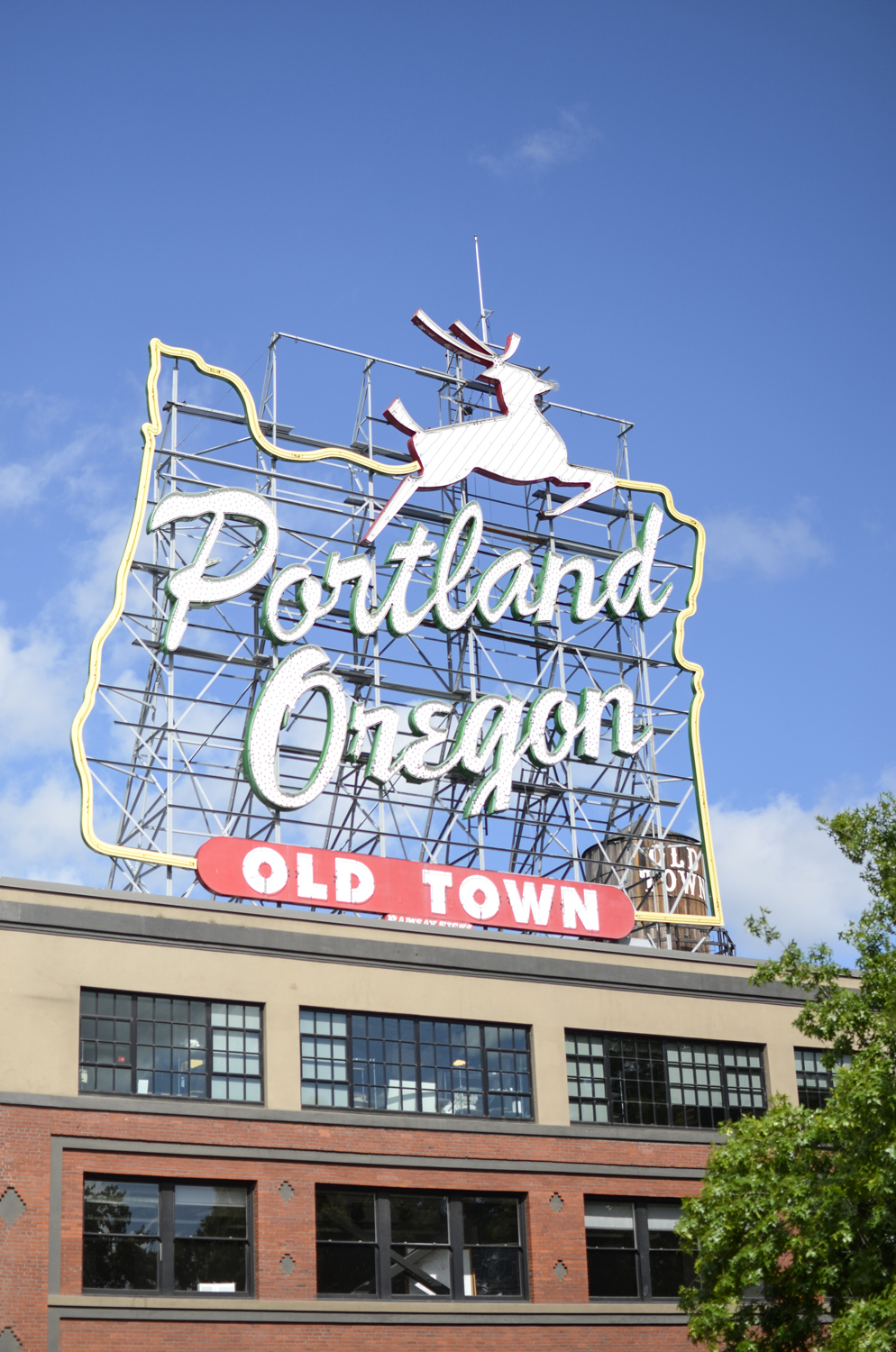 Famous Portland, Oregon, sign | Maria Grace Photography