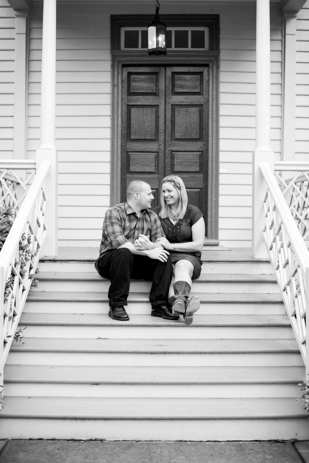 Intimate Colonial Williamsburg engagement | Maria Grace Photography