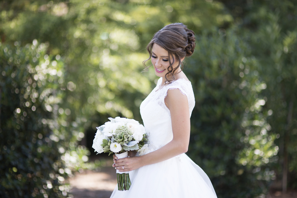 Gorgeous bride on her wedding day  | Portsmouth Woman's Club in Virginia