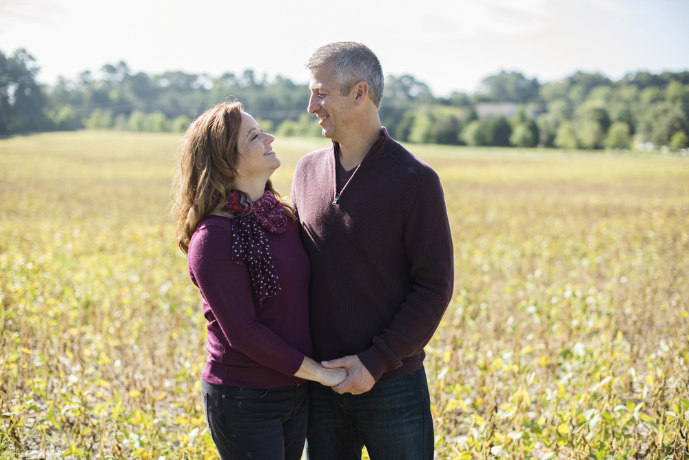 Windsor Castle Park couple's anniversary portraits in Smithfield, Virginia