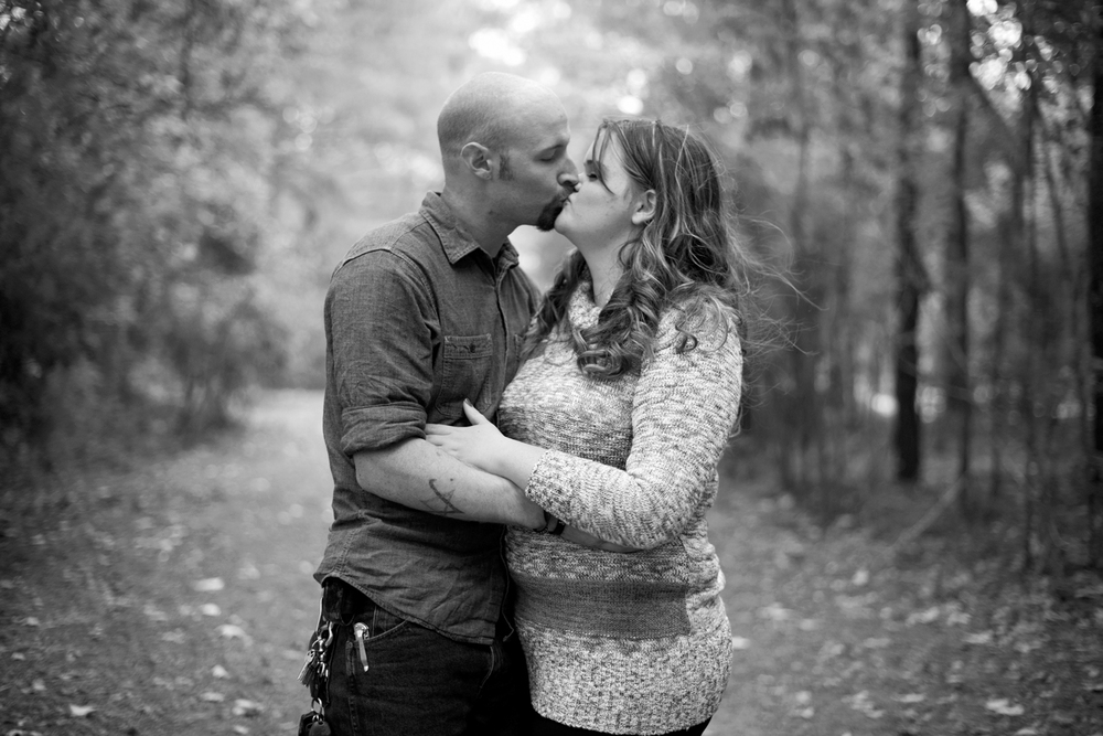 A married couple shares a sweet kiss (black and white)