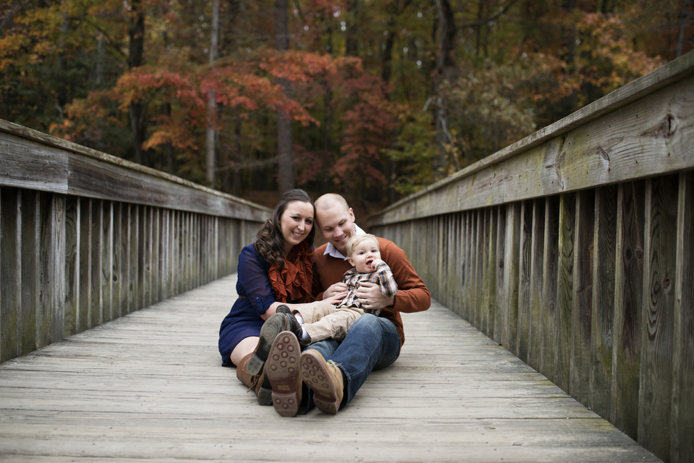 Family picture ideas on a bridge in the fall