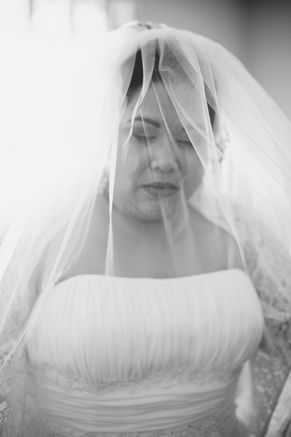 Bridal portraits | Winter wedding | Black and white