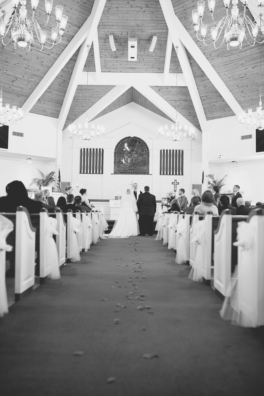 Church wedding ceremony | Winter wedding | Black and white