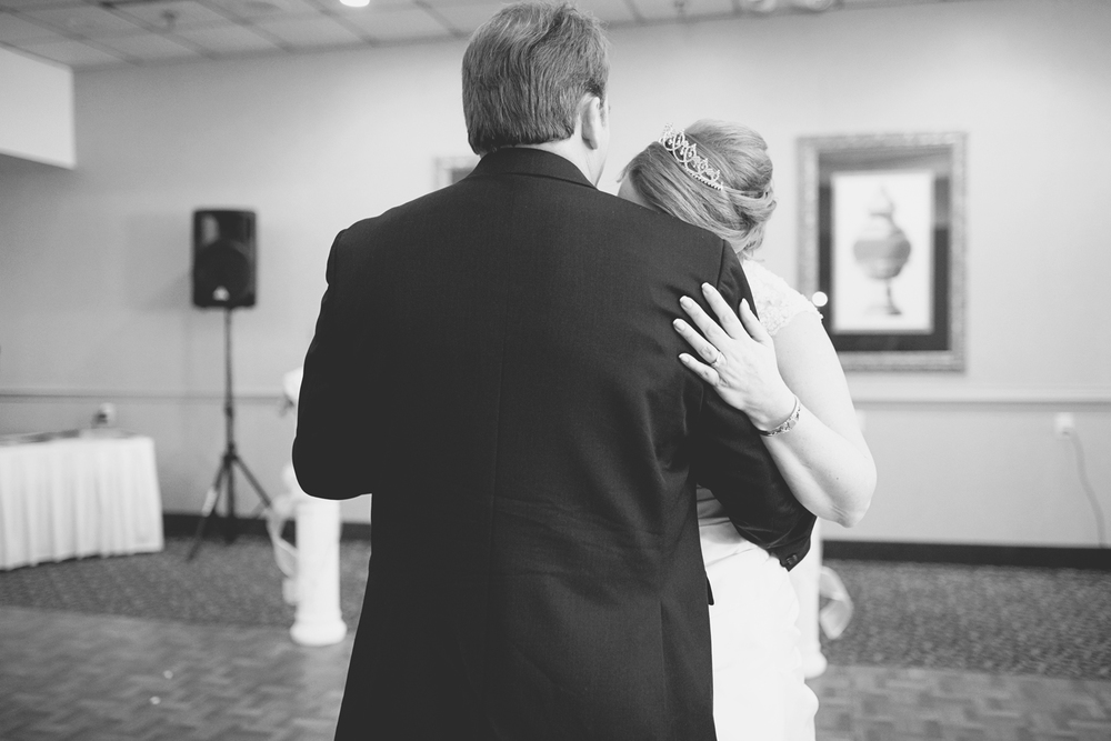 Emotional first dance | Wedding couple | Black and white