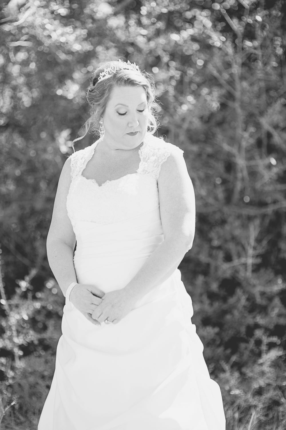 Bridal portrait outdoors | Black and white