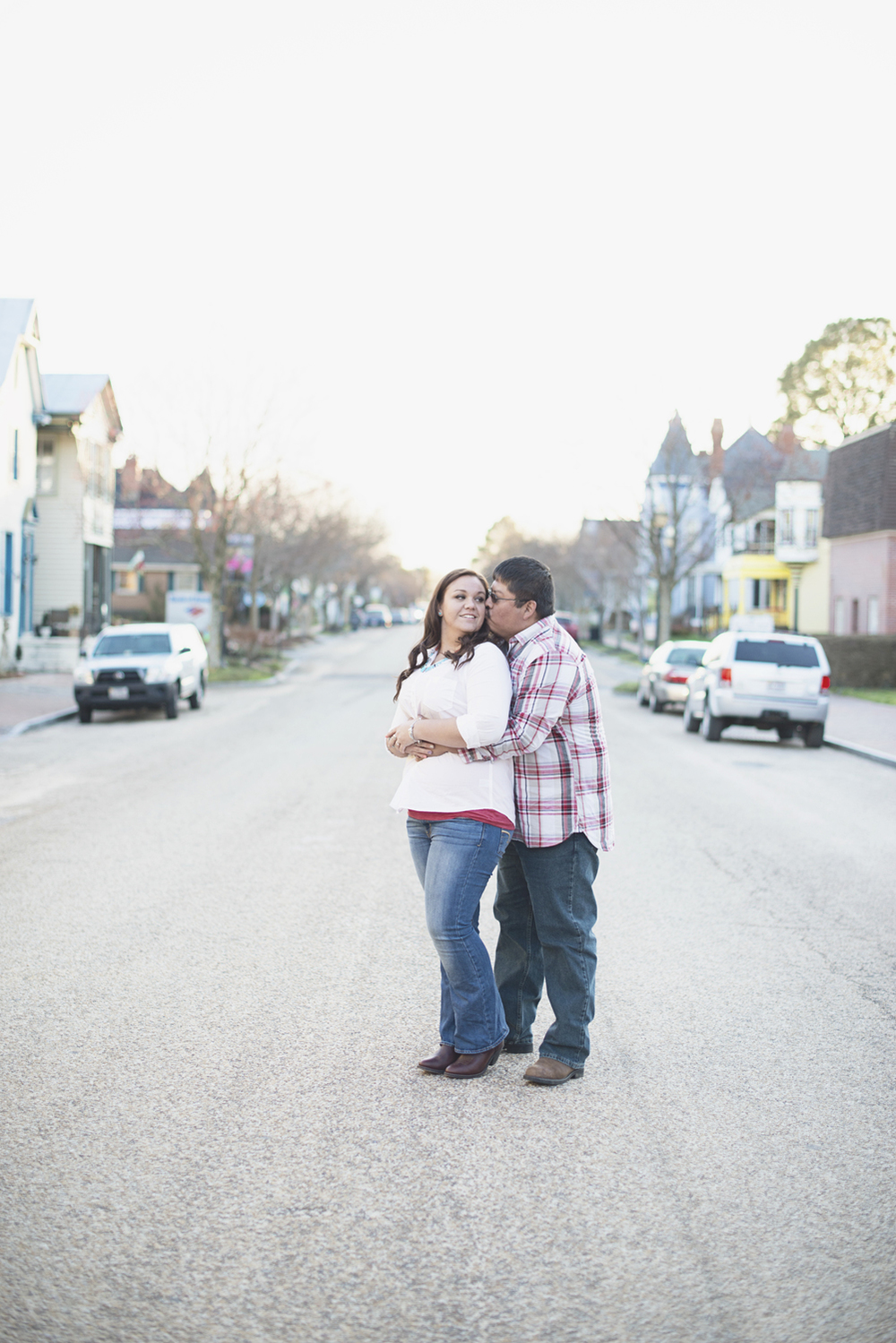 Cute engagement session poses | Downtown engagement session