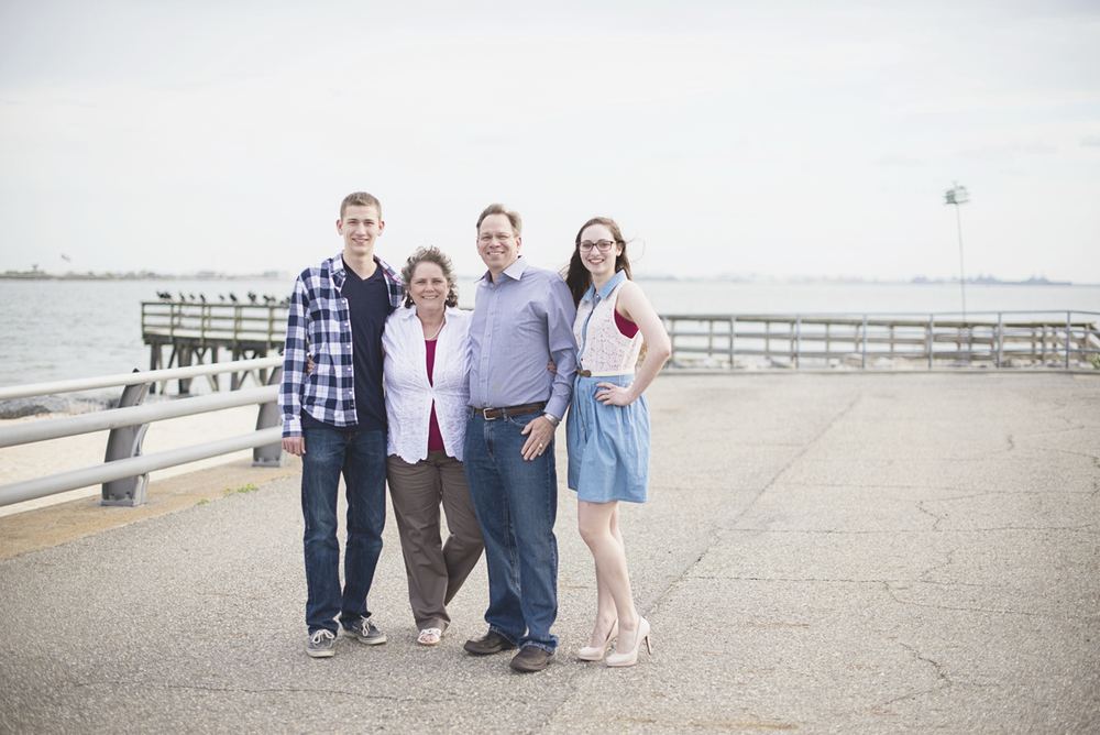 Family portrait session on a military base | Family posing ideas