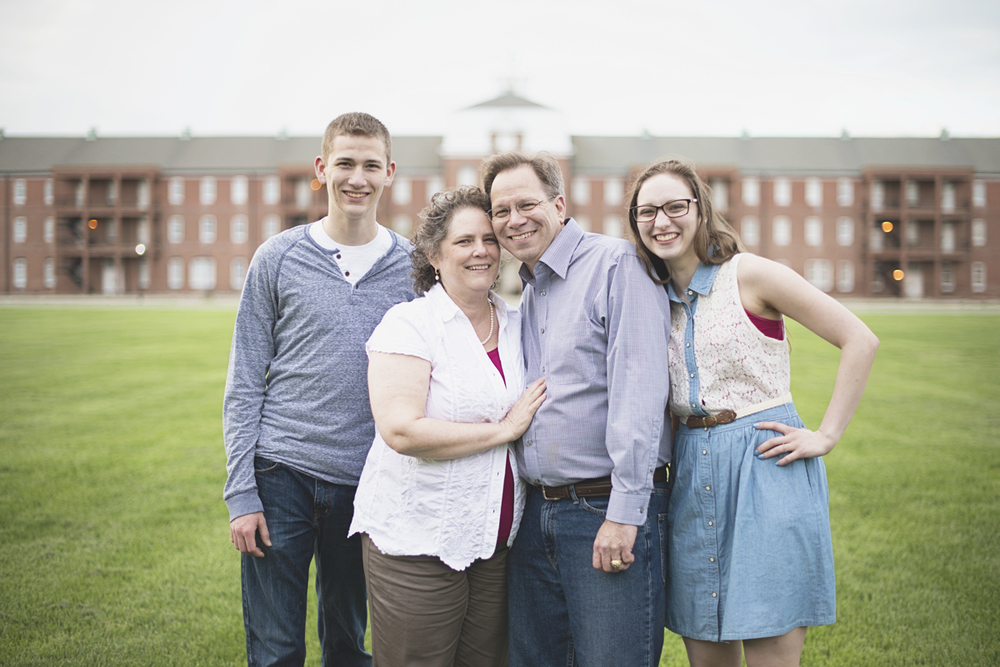 Family picture posing ideas | Family of four
