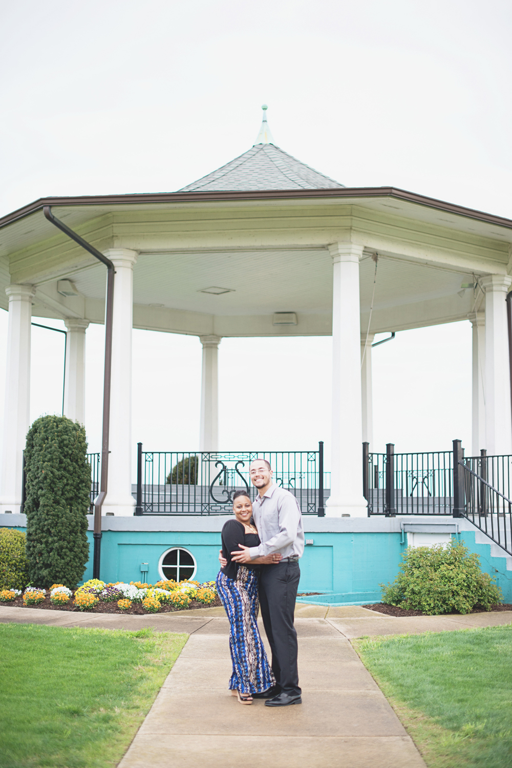 Spring engagement photo inspiration in Hampton Roads