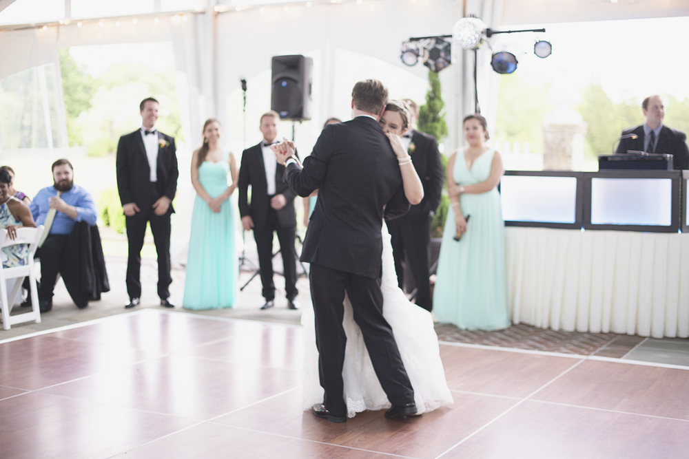 Inn at Warner Hall Wedding P  hotography | Bride & groom first dance
