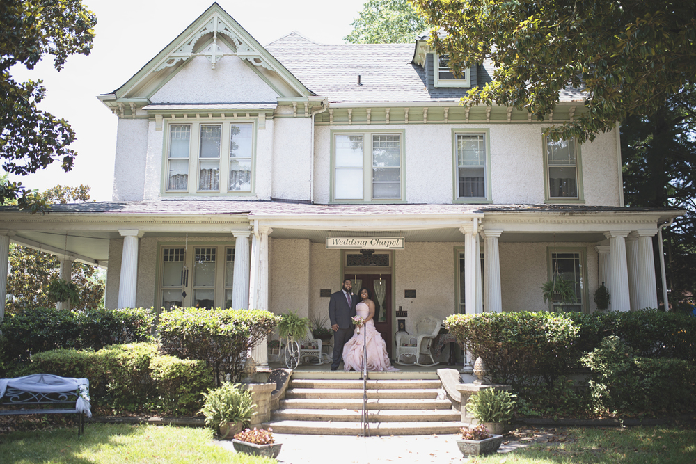 Magnolia House Inn Wedding | Hampton, Virginia Wedding | Bride & groom portraits