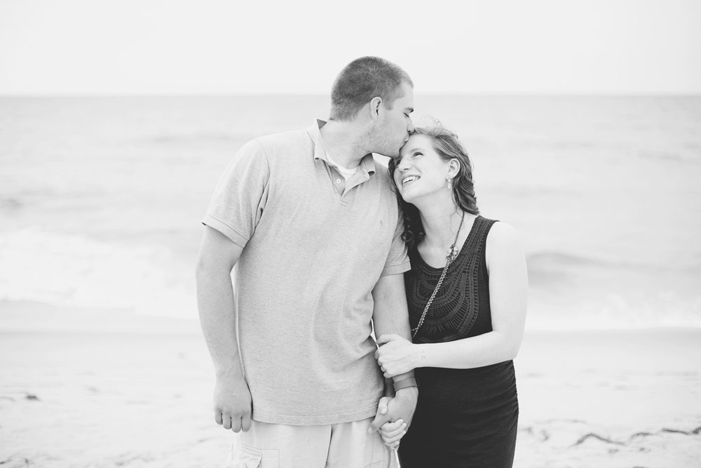 Outer Banks Maternity Portraits | Nags Head Maternity Pictures | Black and white