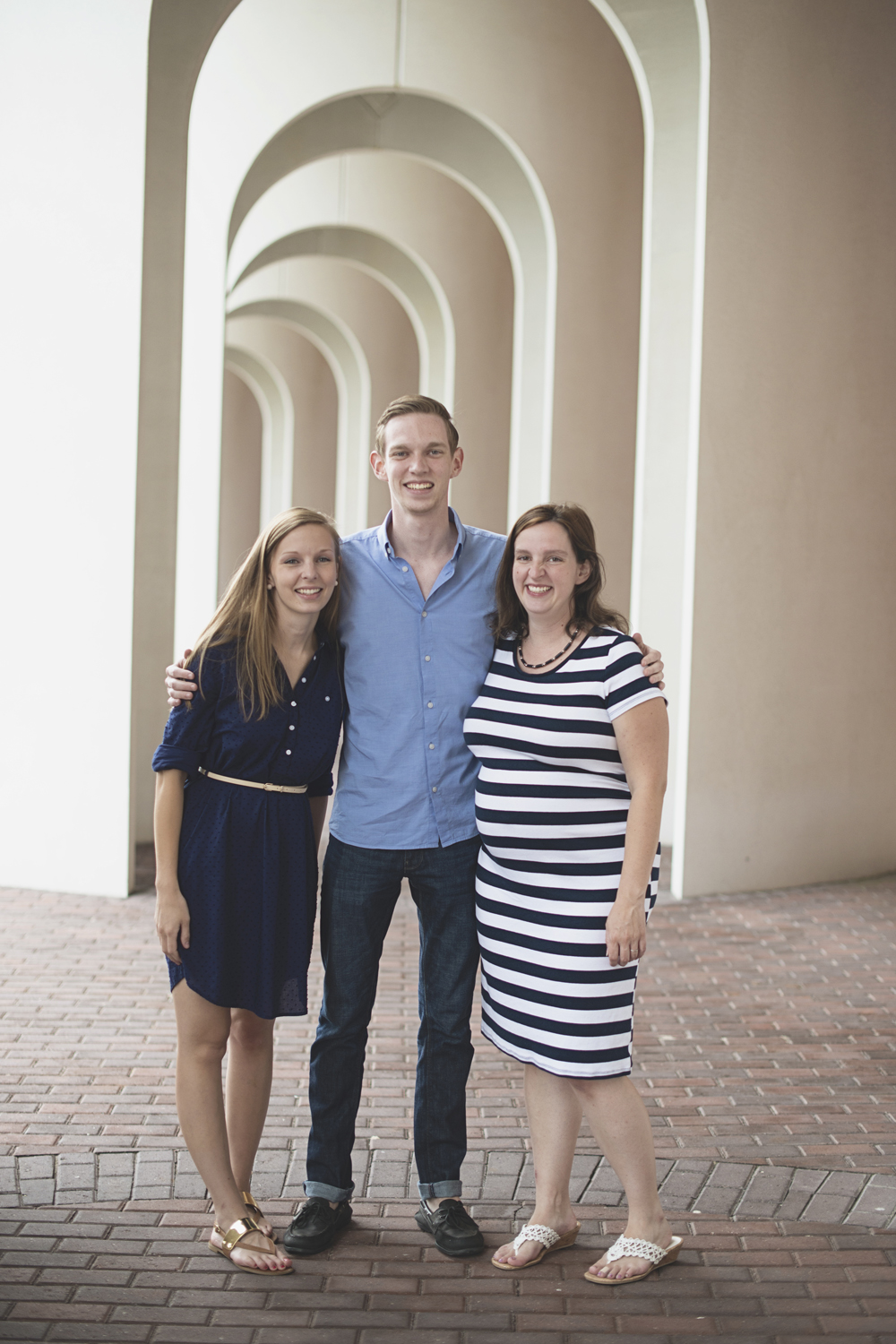 Christopher Newport Family Photos | Newport News, Virginia | Blue, tan, and white family outfit ideas