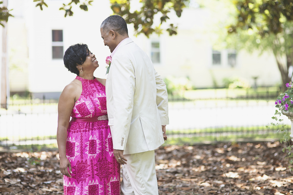 Magnolia House Inn Elopement | Hampton, Virginia Wedding Photographer | Intimate bride and groom portraits