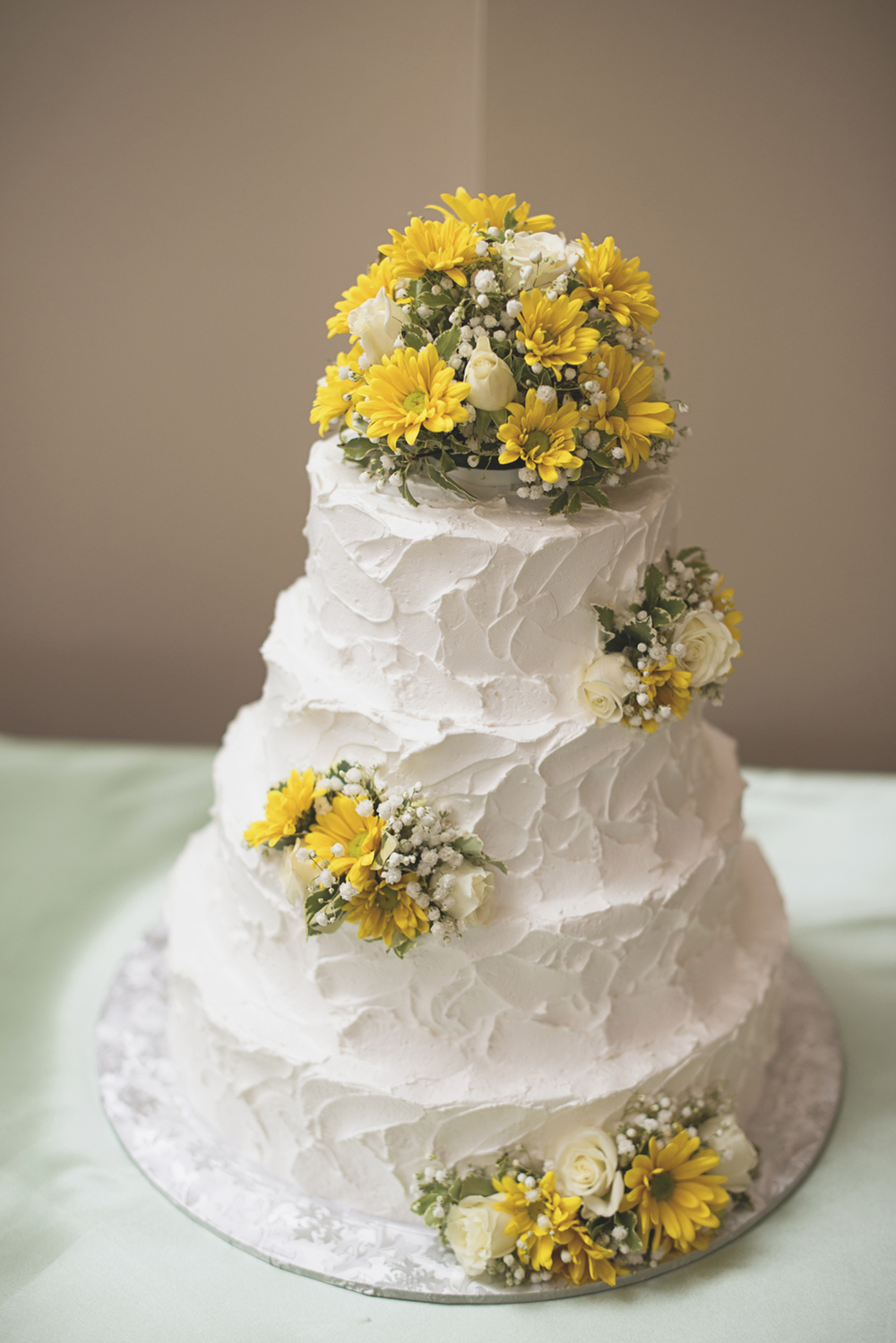 Confederate Hills Recreation Center Wedding | Richmond, Virginia Wedding | Yellow and white wedding cake