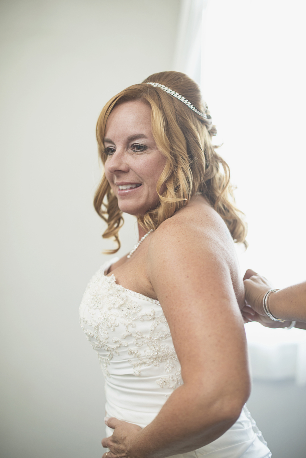 Virginia Beach Oceanfront Wedding | Bridal getting ready