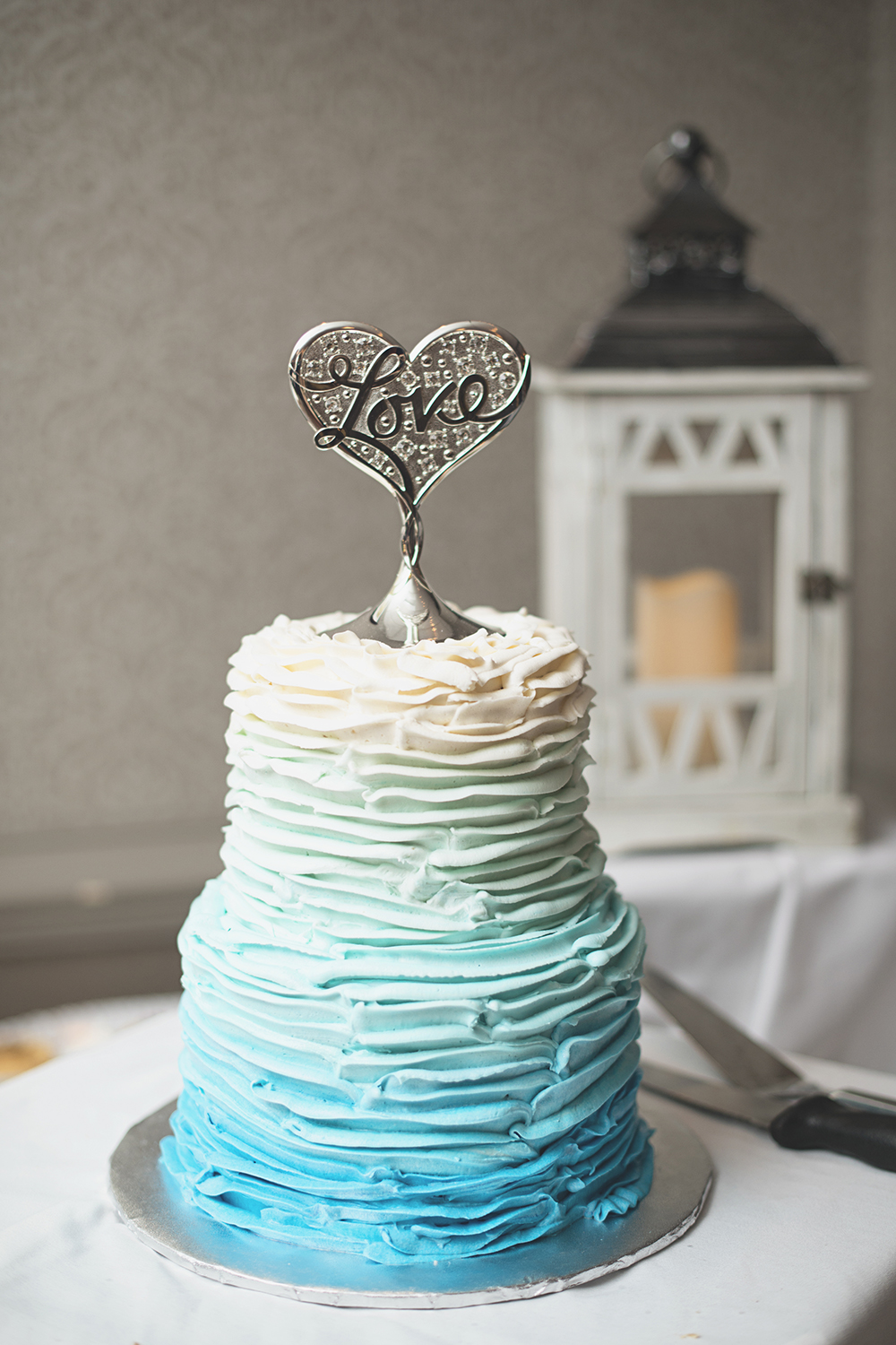 Virginia Beach Oceanfront Wedding | Blue and white wedding cake