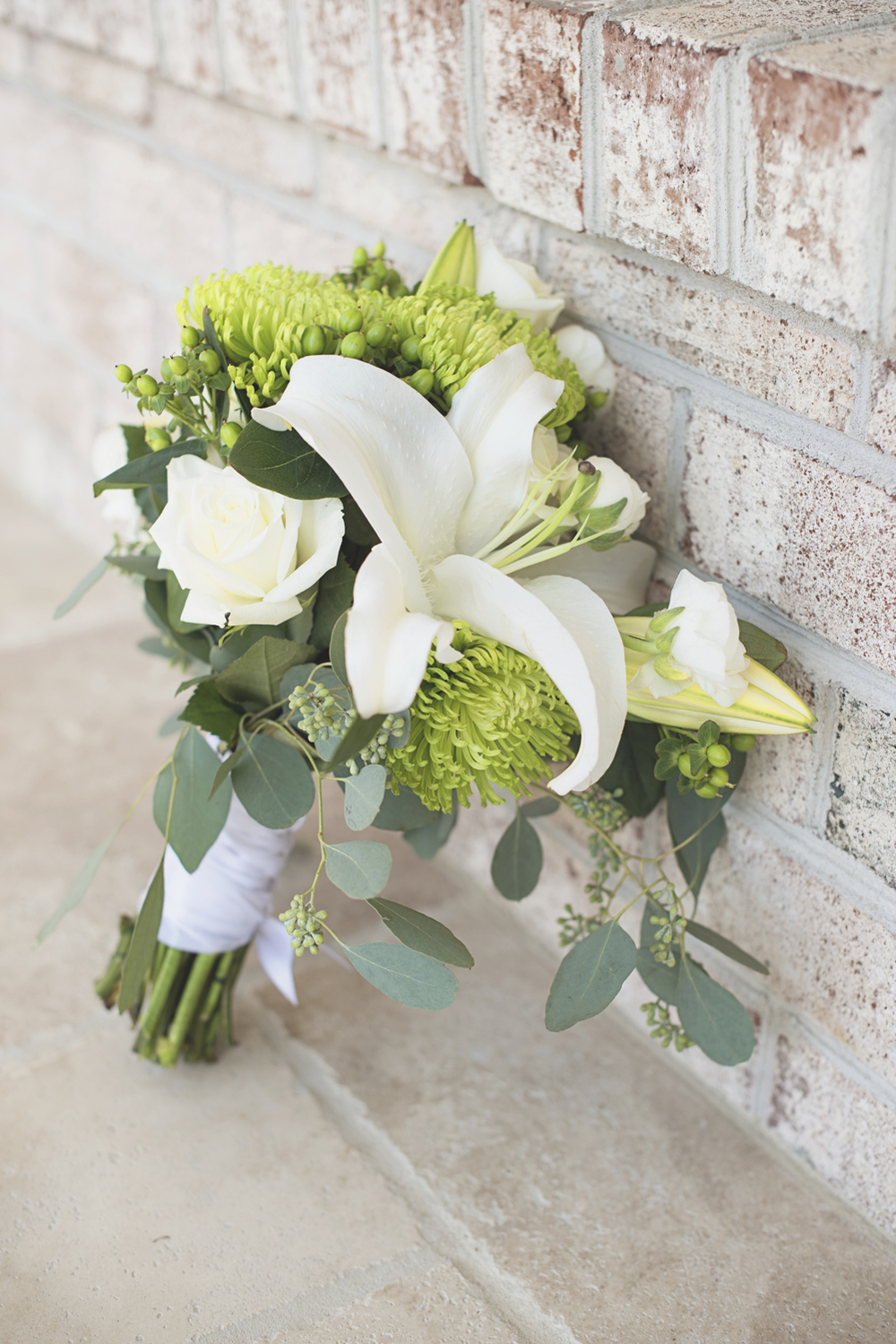 Charles City Wedding | Williamsburg Wedding Photographer | Green and white bridal bouquet