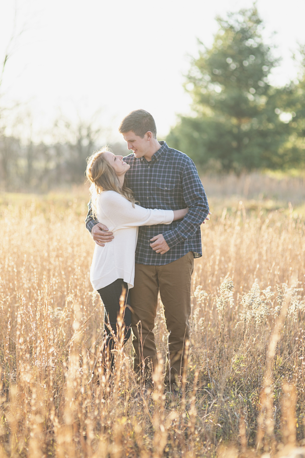 Destination Northern Virginia Engagement Session | Casual J Crew engagement pictures in field with golden light
