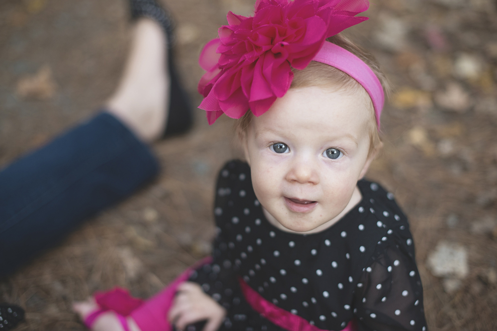 Pink bow and black polka dots | Cute family fall pictures