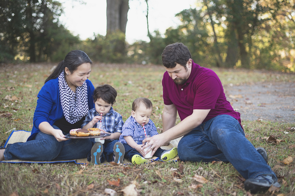 Suffolk, Virginia Family Photographer | Fall family picture ideas with donuts and milk